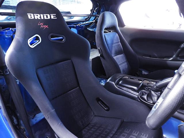 DRIVER'S BRIDE BUCKET SEAT.