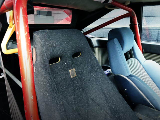 SEAT AND ROLL BAR OF GA61 CELICA XX KAIDO RACER.