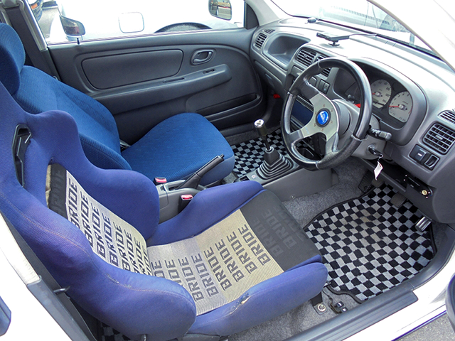 DRIVER'S BRIDE SEAT.