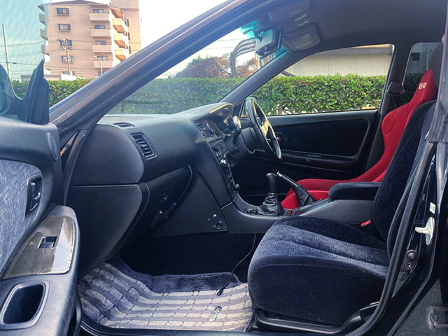 PASSERNGER INTERIOR OF JZX100 CHASER.