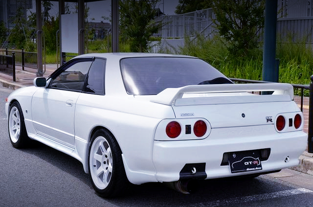 REAR EXTERIOR OF R32 GT-R WHITE.
