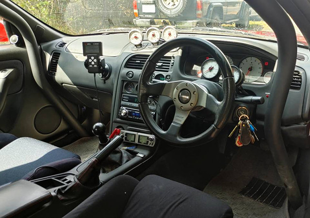 DASH AVOID ROLL CAGE INSTALLED R33 GT-R INTERIOR.
