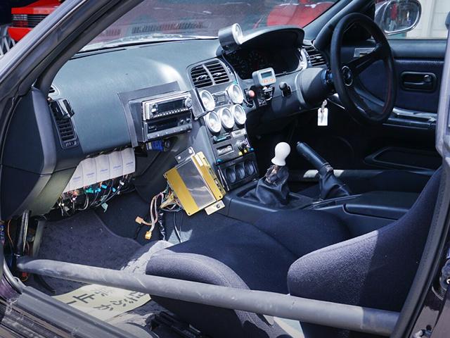 CUSTOM DASHBOARD OF R33 GT-R V-SPEC MIDNIGHT PURPLE.