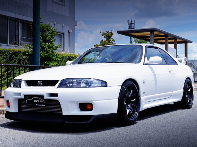 FRONT EXTERIOR OF R33 GT-R.