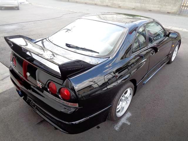REAR EXTERIOR OF R33 GT-R V-SPEC.