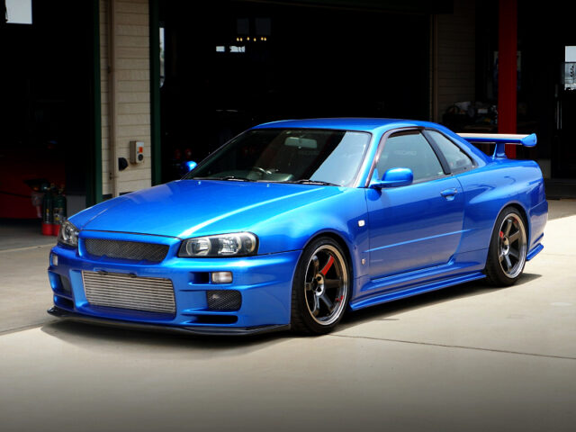 FRONT EXTERIOR OF R34GT-R.
