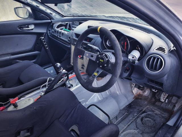 DRIVER'S DASHBOARD OF MAZDA RX-8.