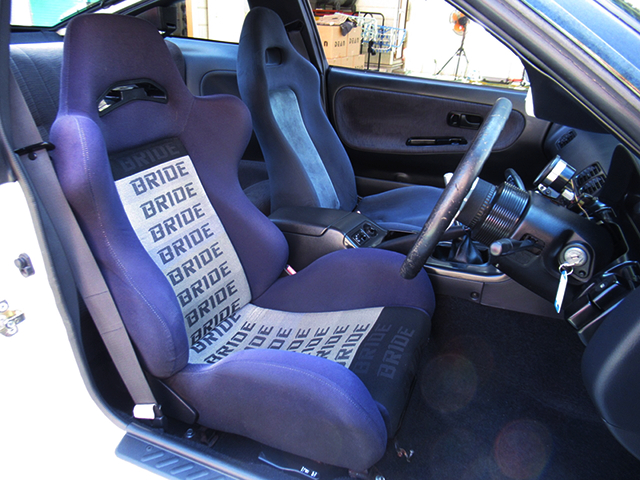 DRIVER'S BRIDE SEAT and PASSENGER R32GTR SEAT.