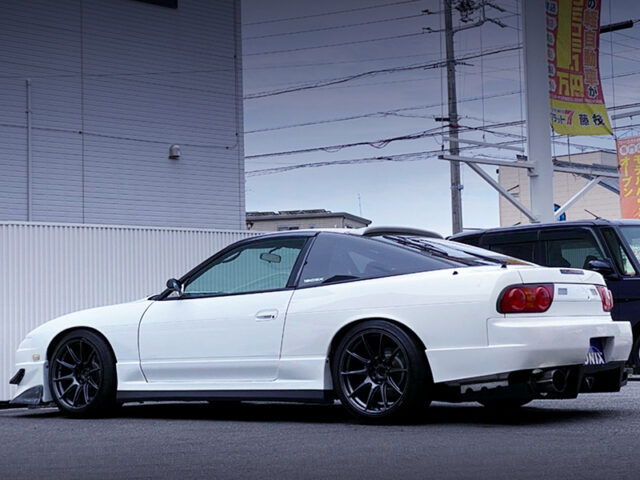 REAR EXTERIOR OF 180SX TYPE-R.