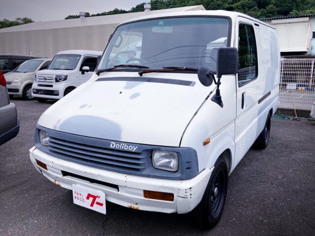 FRONT EXTERIOR OF TOYOTA DELIBOY.