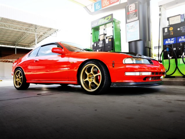 FRONT SIDE EXTERIOR OF 4th Gen PRELUDE.