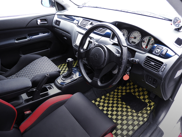INTERIOR OF ITASHA EVO7 GT-A.