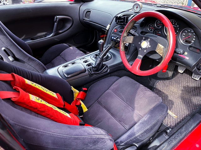DRIVER'S INTERIOR OF FD3S RX7 TYPE-R2.