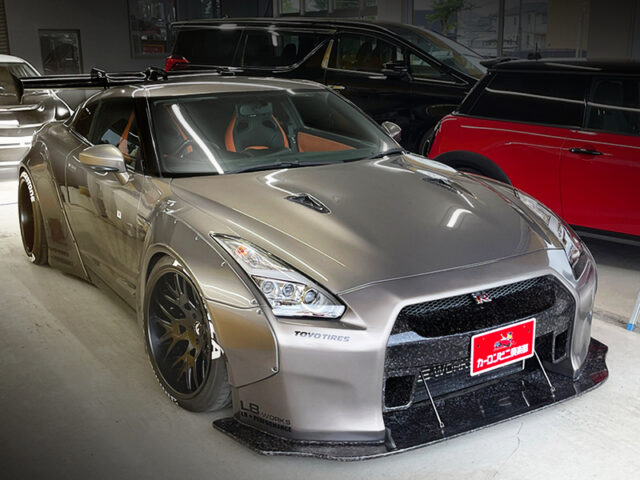 FRONT EXTERIOR OF LB-WORKS NISSAN GT-R.