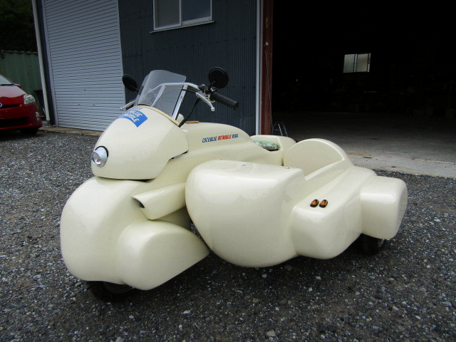 FRONT EXTERIOR OF MONKEY WITH SIDECAR.