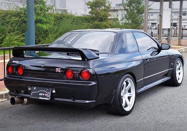 REAR EXTERIOR OF R32 GT-R.