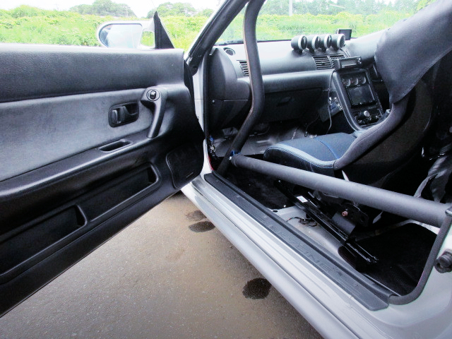 DASH AVOID ROLL CAGE.