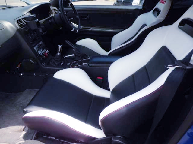 CUSTOM BUCKET SEATS OF R33 GT-R.