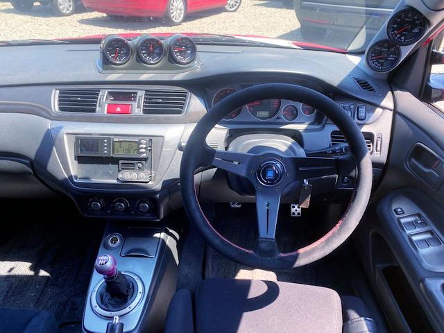 DRIVER'S DASHBOARD OF LANCER EVOLUTION 9.