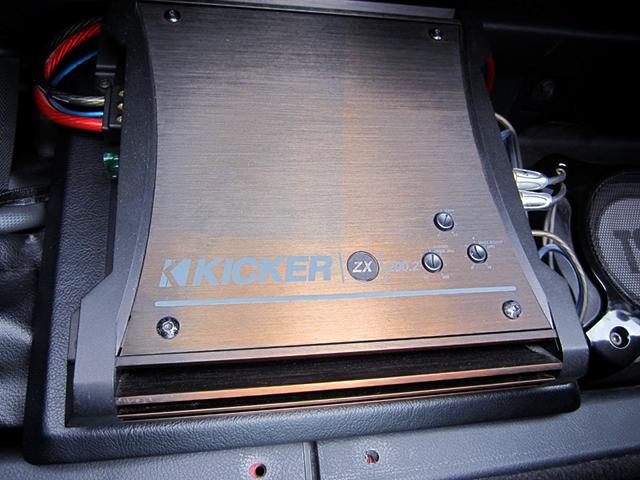 KICKER AMP.