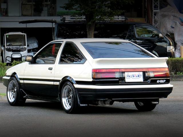 REAR EXTERIOR OF AE86 TRUENO HATCHBACK GT-APEX.