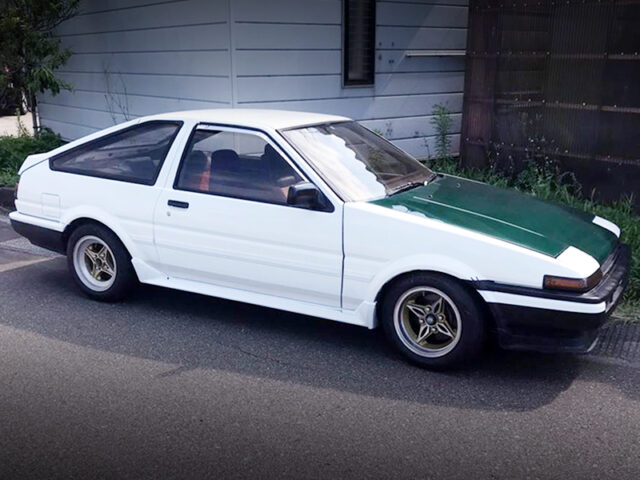 RIGHT-SIDE EXTERIOR OF AE86 LEVIN GT-APEX.
