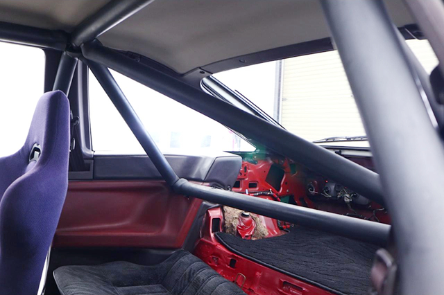 BACKSEAT DELETE and ROLL CAGE INSTALLED AE86 TRUENO INTERIOR.