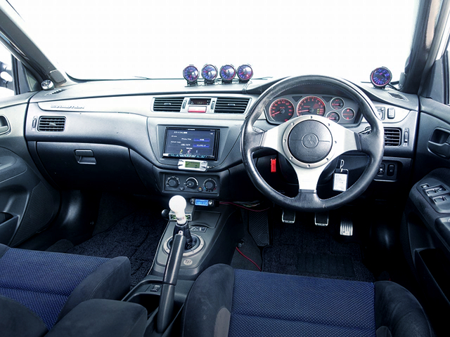 DRIVER'S DASHBOARD OF CT9A LANCER EVOLUTION 7 GSR.