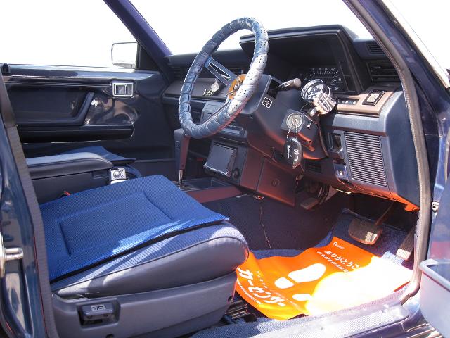 DRIVER'S INTERIOR OF GS120 CROWN SEDAN.