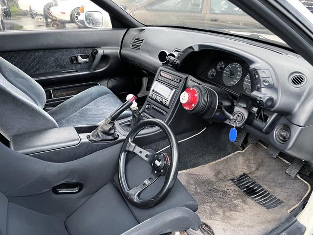 DRIVER'S INTERIOR OF HCR32 SKYLINE 2-DOOR GTS-t TYPE-M.