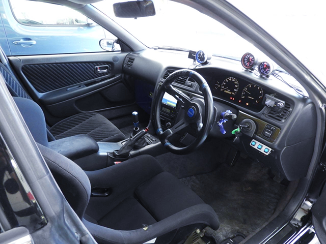 DRIVER'S INTERIOR OF JZX100 CHASER.