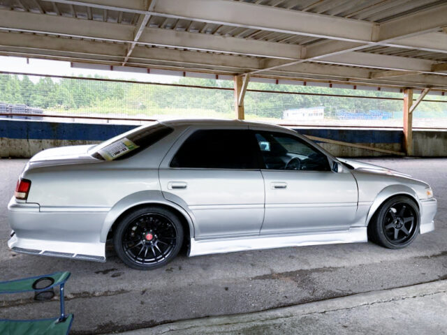 RIGHT-SIDE EXTERIOR OF JZX100 CRESTA to DRIFT CAR.