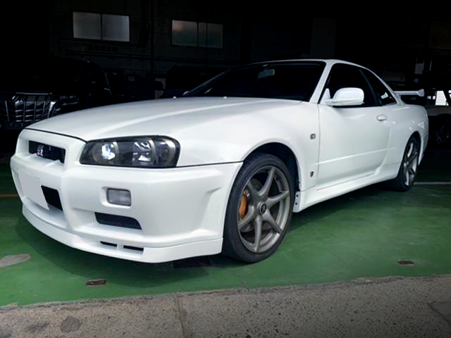 FRONT EXTERIOR OF R34 SKYLINE GT-R to LHD.