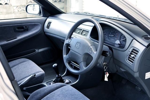 DRIVER'S INTERIOR of MA7 DOMANI Vi-E FONTAINE.
