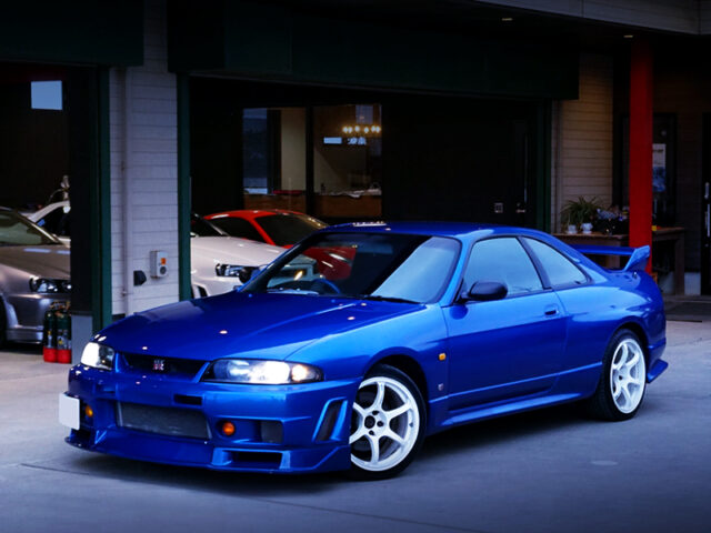 FRONT EXTERIOR OF R33 GTR V-SPEC of BAYSIDE BLUE.