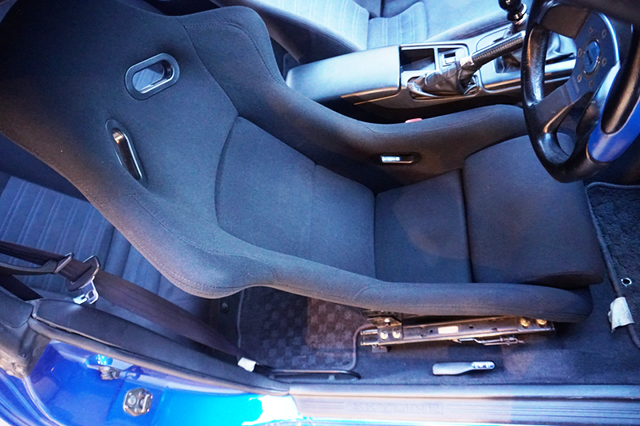 DRIVER'S FULL BUCKET SEAT.