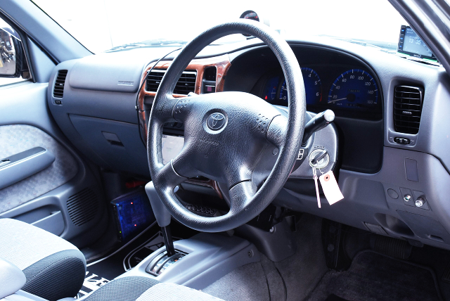 INTERIOR OF RZN152H HILUX SPORTS PICKUP EXTRA CAB.