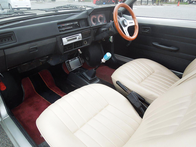 PASSENGER SIDE INTERIOR of SS40T MIGHTY BOY.