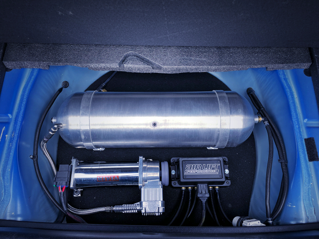 Air SUSPENSION SYSTEM INSTALLED of TRUNK ROOM.