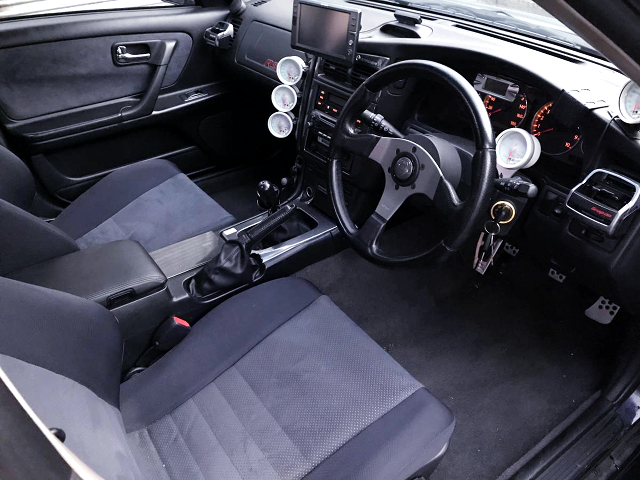 INTERIOR of WGNC34 STAGEA 25t RS FOUR.