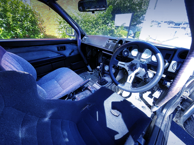 DASHBOARD AVOID ROLL CAGE INSTALLED of AE86 LEVIN INTERIOR.