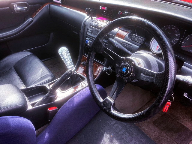 DASHBOARD and 5-SPEED MANUAL SHIFT of C35 LAUREL INTERIOR.