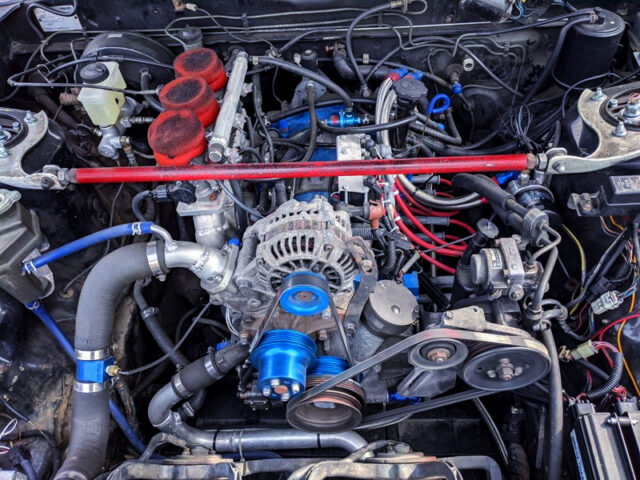NATURALLY ASPIRATED 20B 3-ROTOR ENGINE into FC3S RX-7 ENGINE ROOM.