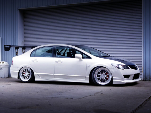FRONT RIGHT-SIDE EXTERIOR of FD2 CIVIC TYPE-R.