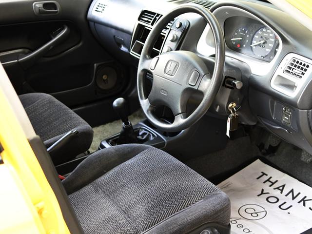 DRIVER'S SIDE INTERIOR of EK3 INTEGRA SJ EXi.