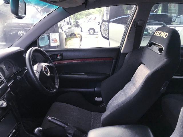 DRIVER'S TRD STEERING and RECARO SEMI BUCKET SEAT.