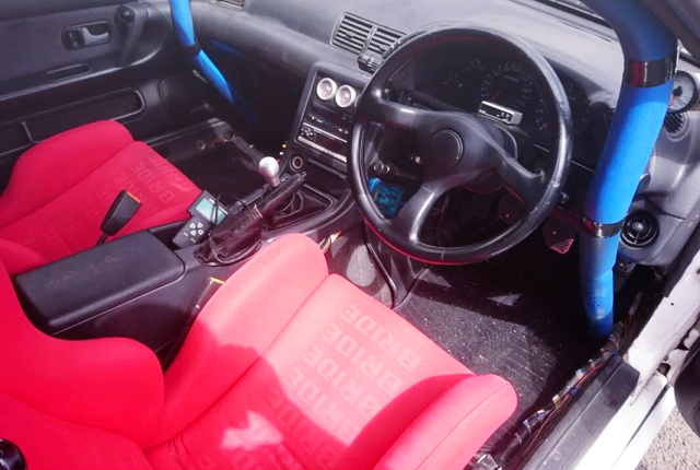 ROLL CAGE AVOID DASHBOARD of to R32 GT-R INTERIOR.