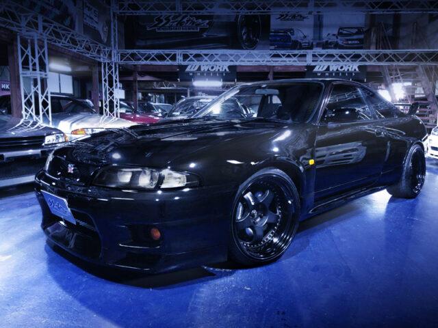 FRONT EXTERIOR OF R33 SKYLINE GT-R V-SPEC.