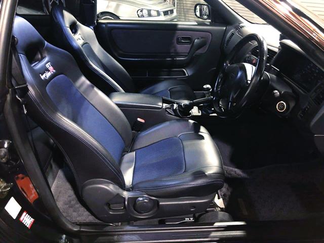 DRIVER'S INTERIOR OF R33 GT-R V-SPEC.