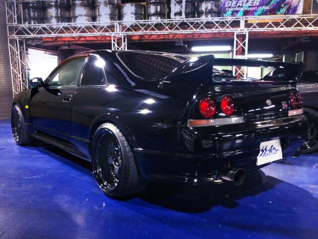 REAR EXTERIOR OF R33 SKYLINE GT-R V-SPEC.